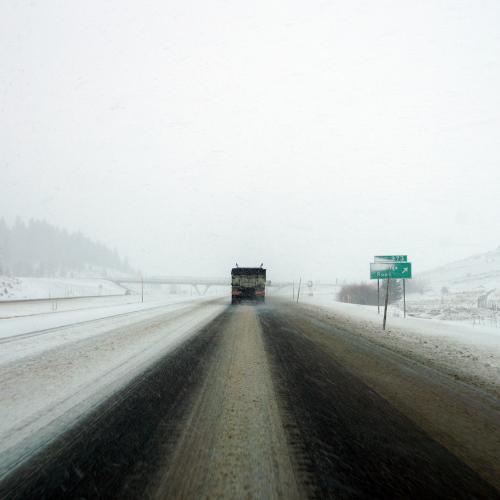 La nieve obliga al embolsamiento de camiones en varias carreteras